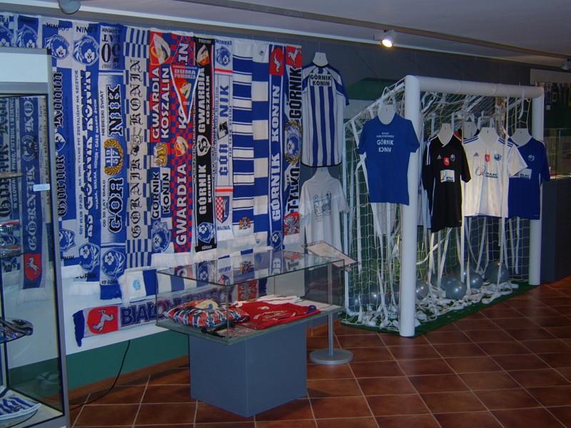 Kolekcja szali Górnika na wystawie z okazji 55-lecia Klubu w Muzeum Okręgowym w Koninie